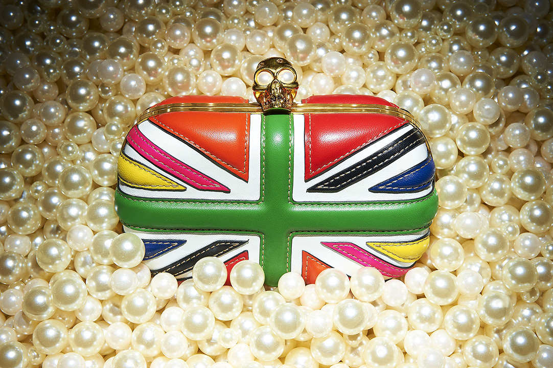 alexander mcqueen britannia clutch handbag purse in pearls skull gold